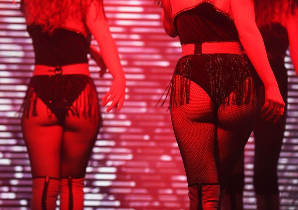 Modelos dão show na passarela usando lingeries da Senselle by Felina durante Semana de Moda de Lingeries em Moscou