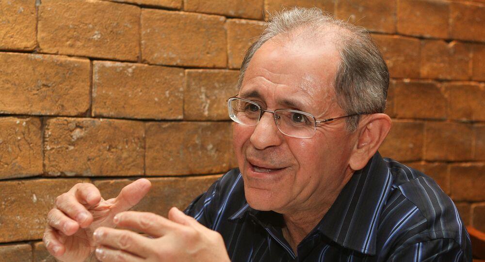 O general Maynard Marques Santa Rosa dá entrevista em restaurante na 402 Sul, em Brasília.