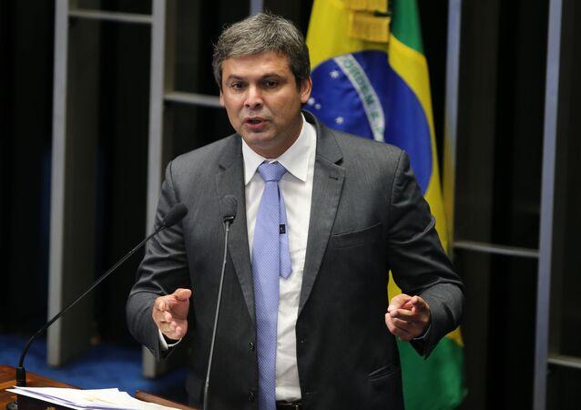 O senador Lindberg Farias (PT-RJ) cobra projetos de investimentos para o crescimento do país e e contra medidas que restringem direitos trabalhistas, no ajuste fiscal do governo Dilma Rousseff.