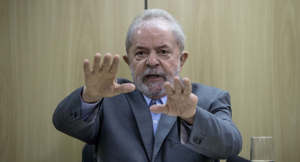 Ex-presidente Lula durante entrevista exclusiva à Folha e ao jornal El País, na sede da Polícia Federal em Curitiba (arquivo)