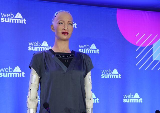 O Brasil é incrível, diz robô Sophia durante coletiva sobre inteligência artificial no Web Summit
