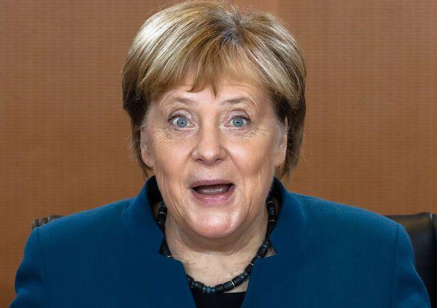 Chanceler alemã, Angela Merkel, durante um encontro com autoridades de seu governo em Berlim, Alemanha