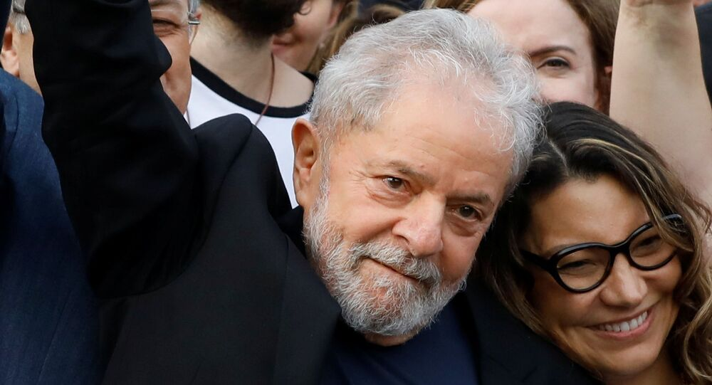 Ex-presidente Lula deixando a prisão em Curitiba