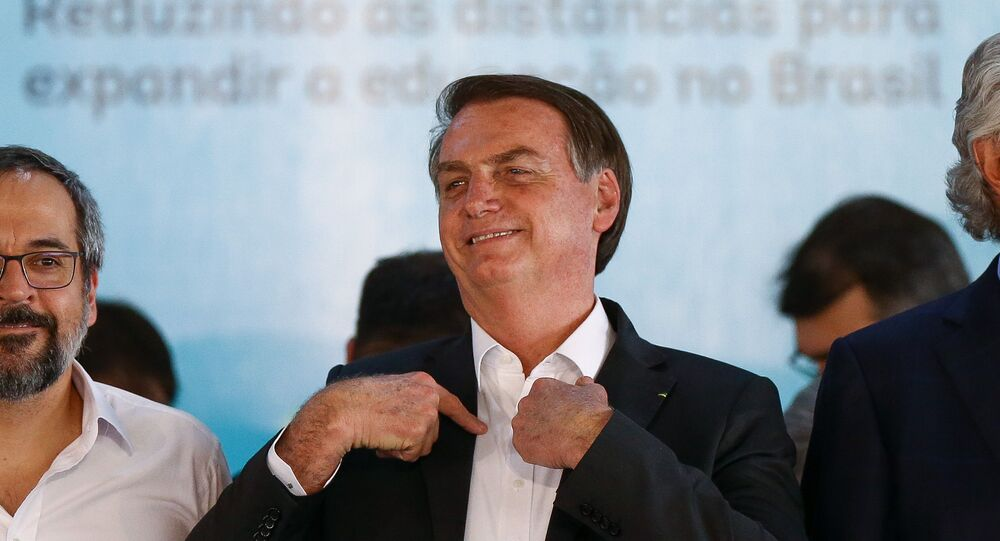 Presidente Jair Bolsonaro durante cerimônia de entrega de ônibus escolares em Goiânia