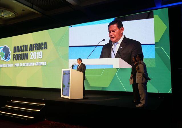 General Hamilton Mourão, vice-presidente do Brasil, durante abertura do Fórum Brasil África 2019, em São Paulo