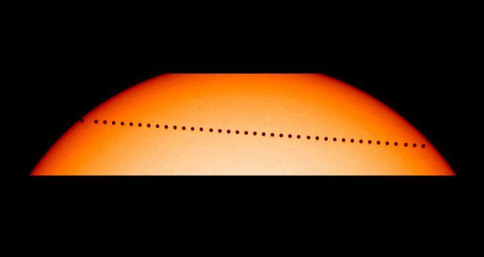 Trânsito de Mercúrio através do disco solar
