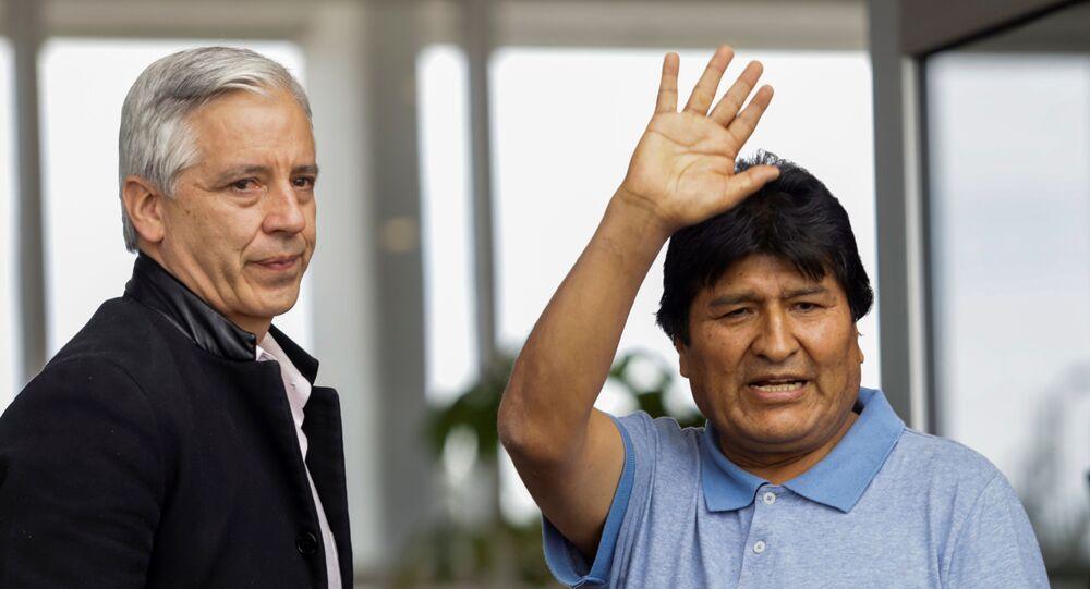 Evo Morales chega ao México, aonde recebe asilo político,  em 12 de novembro de 2019