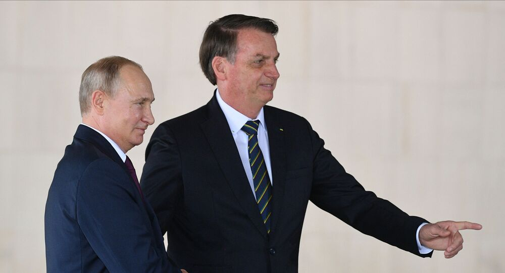 Presidente russo Vladimir Putin e presidente brasileiro Jair Bolsonaro em Brasília, durante cúpula do BRICS (imagem de arquivo)