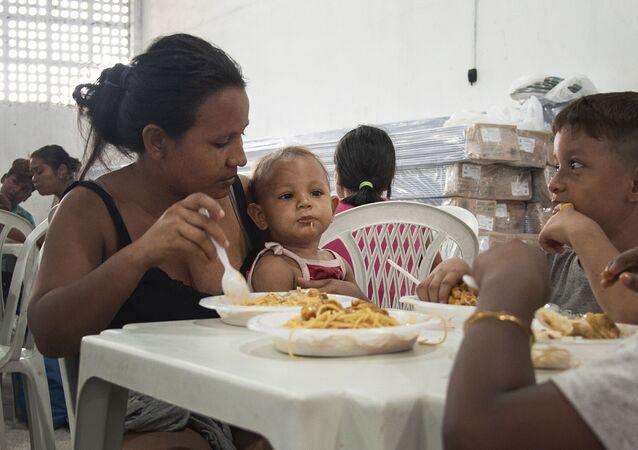 Refeitório em centro de acolhida no bairro Flores, em Manaus.