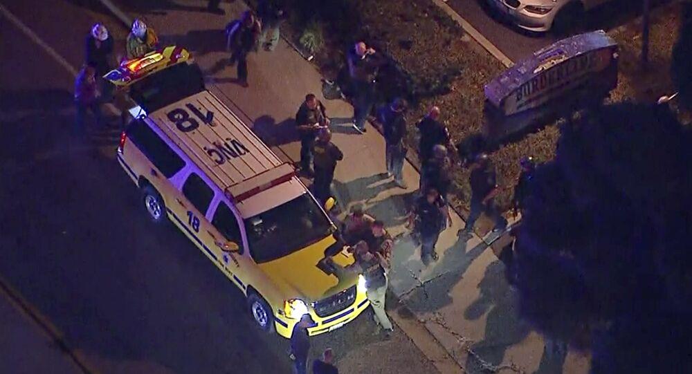 Polícia americana em cena de tiroteio (imagem referencial)