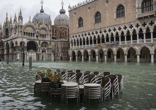 Praça de San Marco em Veneza durante inundação