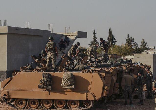 Tropas turcas se concentram na fronteira entre seu país e a Síria (foto de arquivo)