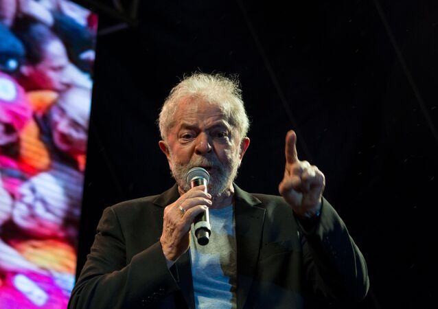 """O ex-presidente Lula (PT) participa do ato intitulado """"Lula Livre"""", realizado na praça Nossa Senhora do Carmo, em Recife (PE)"""