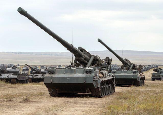 Canhão autopropulsado nuclear 2C7 Pion (2C7M Malka) durante os exercícios miliares Vostok 2018, na região russa de Transbaikal