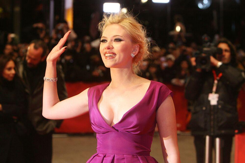 Scarlett, aos 24 anos, no tapete vermelho do 58º Festival Internacional de Cinema de Berlim antes da estreia do seu filme A Outra, do diretor britânico Justin Chadwick, em 2008