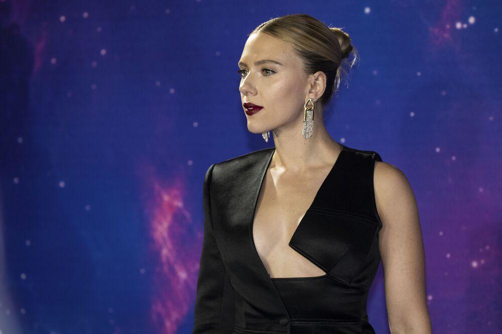 Scarlett, aos 34 anos, participa de evento de promoção de seu filme Vingadores: Ultimato, produzido pelos estúdios Disney, em Londres, em abril de 2019