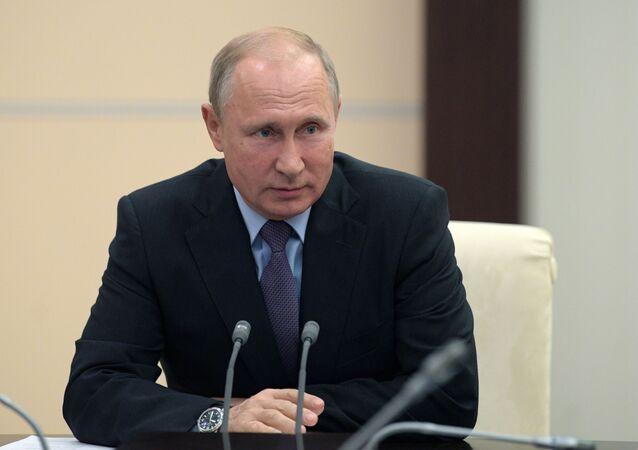 Presidente russo Vladimir Putin realiza reunião com membros permanentes do Conselho de Segurança da Rússia