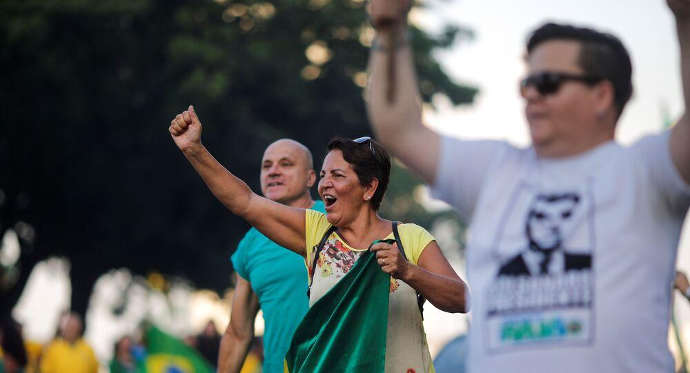 Apoiadores de Bolsonaro protestam contra a saída do ex-presidente Lula da prisão, em Brasília, no dia 9 de novembro de 2019