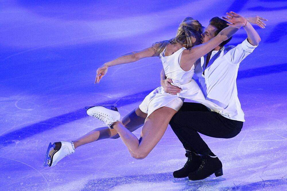 Viktoria Sinitsina e Nikita Katsalapov (Rússia) durante apresentação na quinta etapa do Grande Prêmio de Patinação no Gelo em Moscou