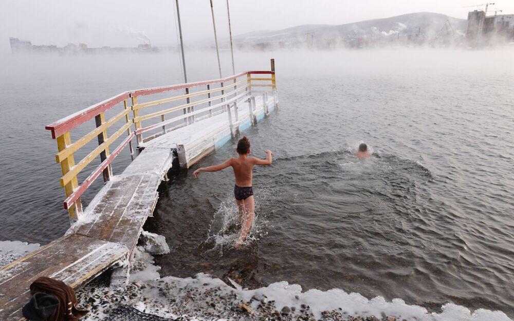 Abertura da temporada de banhos gelados na cidade russa de Krasnoyarsk