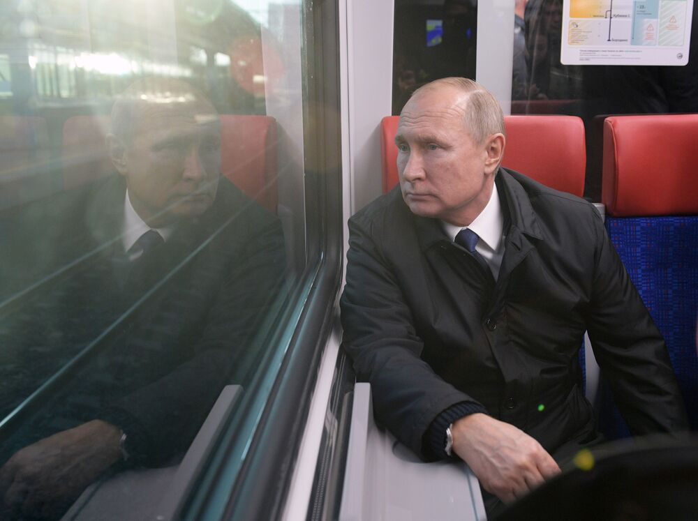 Presidente da Rússia, Vladimir Putin, viaja a bordo de um trem Ivolga durante inauguração da linha ferroviária MTsD, em Moscou, Rússia