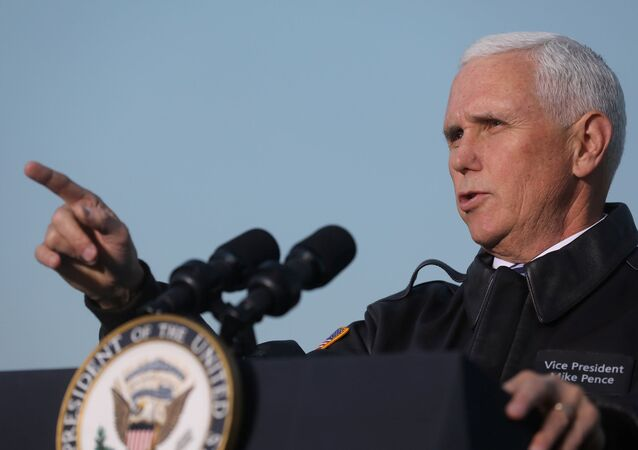 Vice dos EUA Mike Pence discursa perante as tropas do país no Iraque