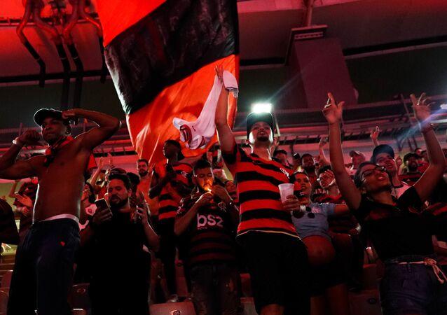 Torcida do Flamengo comemora a vitória da Libertadores no Maracanã