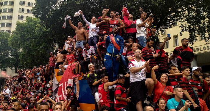 Flamenguistas celebrando o título da Libertadores no Centro do Rio de Janeiro