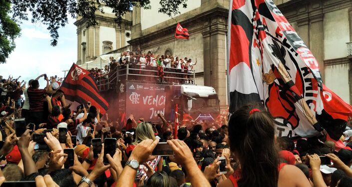 Jogadores do Clube de Regatas do Flamengo se encontram com sua torcida no Rio de Janeiro