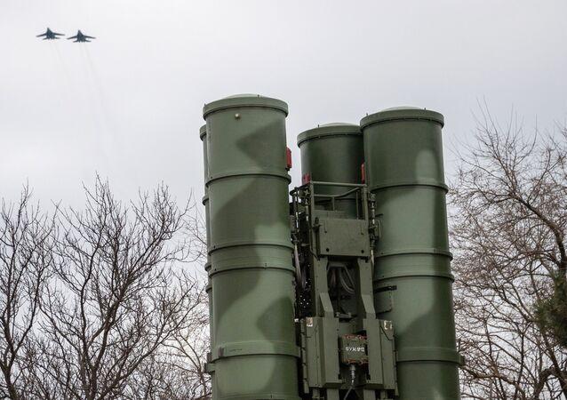 Sistemas de mísseis antiaéreos russos S-400