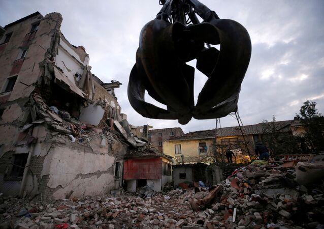 Construções destruídas por terremoto em Thumane, Albânia, em 26 de novembro de 2019