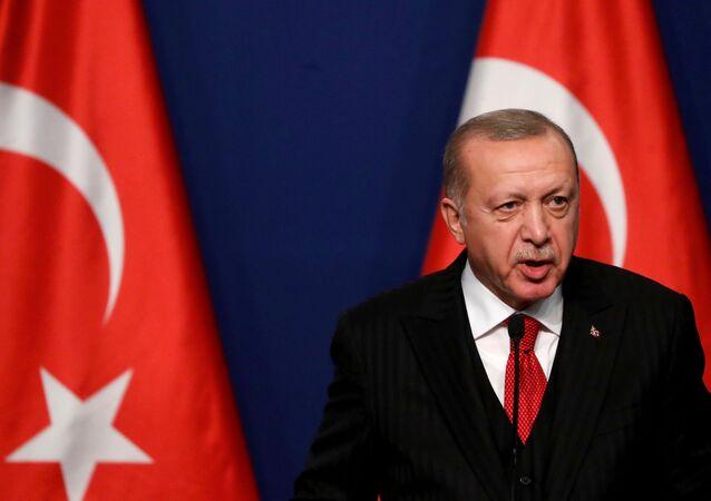 Presidente da Turquia, Recep Tayyip Erdogan, durante conferência de imprensa (foto de arquivo)