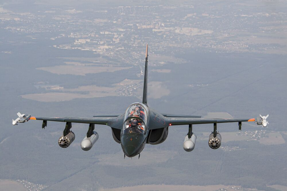 Avião de treinamento e combate Yak-130