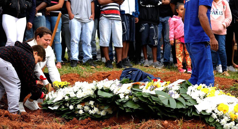 Corpo de Dennys Henrique Quirino da Silva, de 16 anos, foi enterrado em SP após morte em baile funk