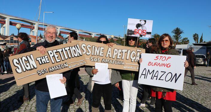 Coletivo Alvito convocou os presentes para assinarem uma petição pública para apoiar a proteção da Amazônia