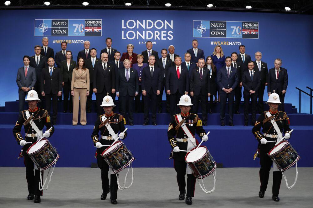 Líderes dos Estados-membros da OTAN durante foto em grupo em Londres, Reino Unido.