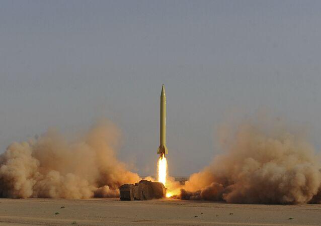 Míssil iraniano Shahab-3 é lançado durante manobras militares na cidade de Qom, no Irã (foto de arquivo)