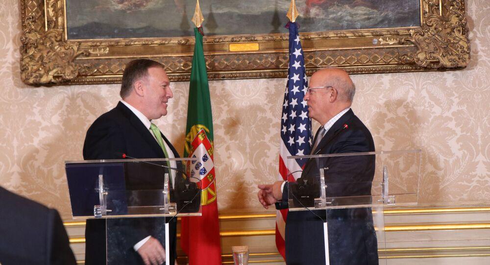 O secretário de Estado dos EUA, Mike Pompeo, e o ministro dos Negócios Estrangeiros de Portugal, Augusto Santos Silva, durante encontro em Lisboa
