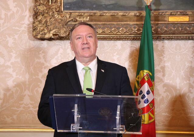 O secretário de Estado dos EUA, Mike Pompeo, durante encontro em Lisboa com o ministro dos Negócios Estrangeiros de Portugal, Augusto Santos Silva.