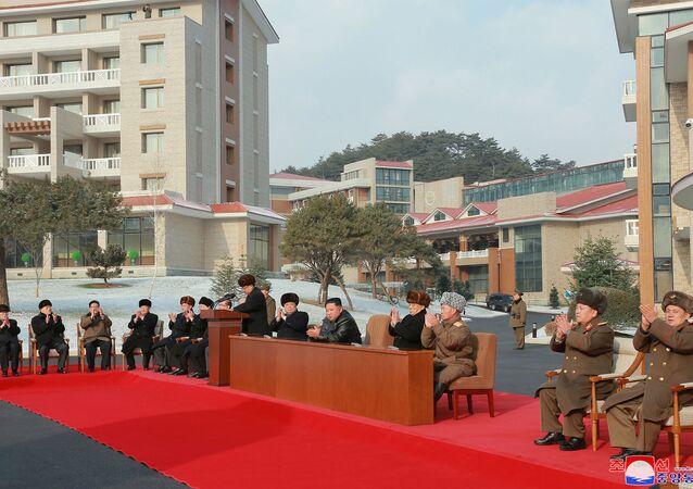 A cerimônia de inauguração do Centro de Recreação Cultural de Águas Termais no distrito de Yangdok, Coreia do Norte, em 7 de dezembro de 2019