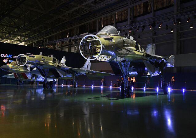 Caça MiG-35 durante a apresentação na fábrica de aeronaves militares Russian Aircraft Corporation MiG, em Lukovitsy, arredores de Moscou, Rússia