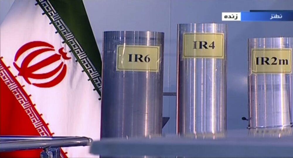 Canal estatal iraniano IRIB mostra três versões das centrífugas iranianas produzidas internamente, filmadas nas instalações de Natanz