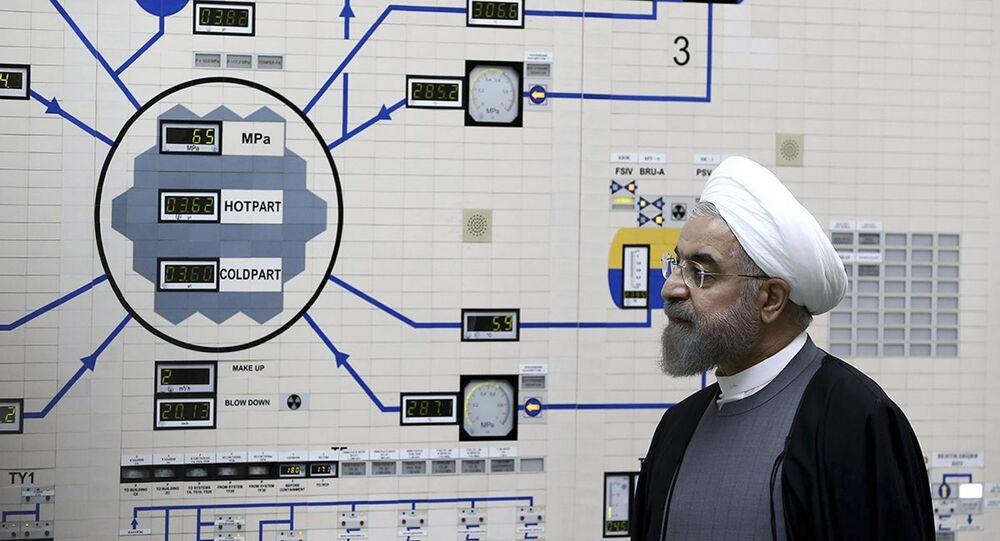 Presidente do Irã, Hassan Rouhani, visita as instalações nucleares de Bushehr (foto de arquivo)