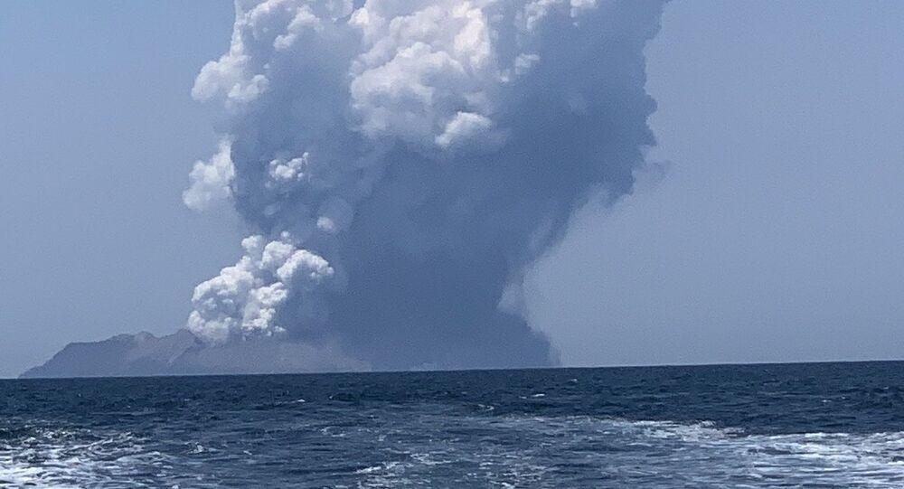 Vulcão em White Island, na Nova Zelândia em 9 de dezembro de 2019.