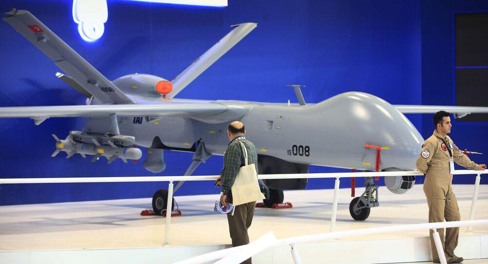 Drone em Feira Internacional de Defesa em Istambul, Turquia