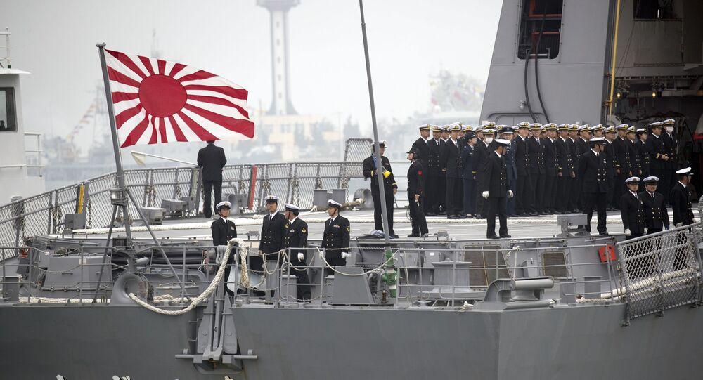 Embarcação da Marinha japonesa em visita à China