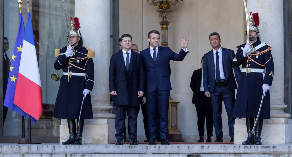 Presidente da França, Emmanuel Macron, recebe o presidente da Ucrânia, Vladimir Zelensky, na cúpula do Quarteto da Normandia em Paris, 9 de dezembro de 2019