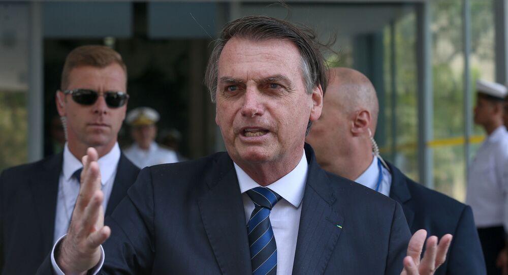 Presidente Jair Bolsonaro falando com jornalistas (foto de arquivo)
