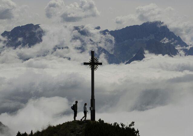 Turistas na montanha Hoher Fricken, Alemanha