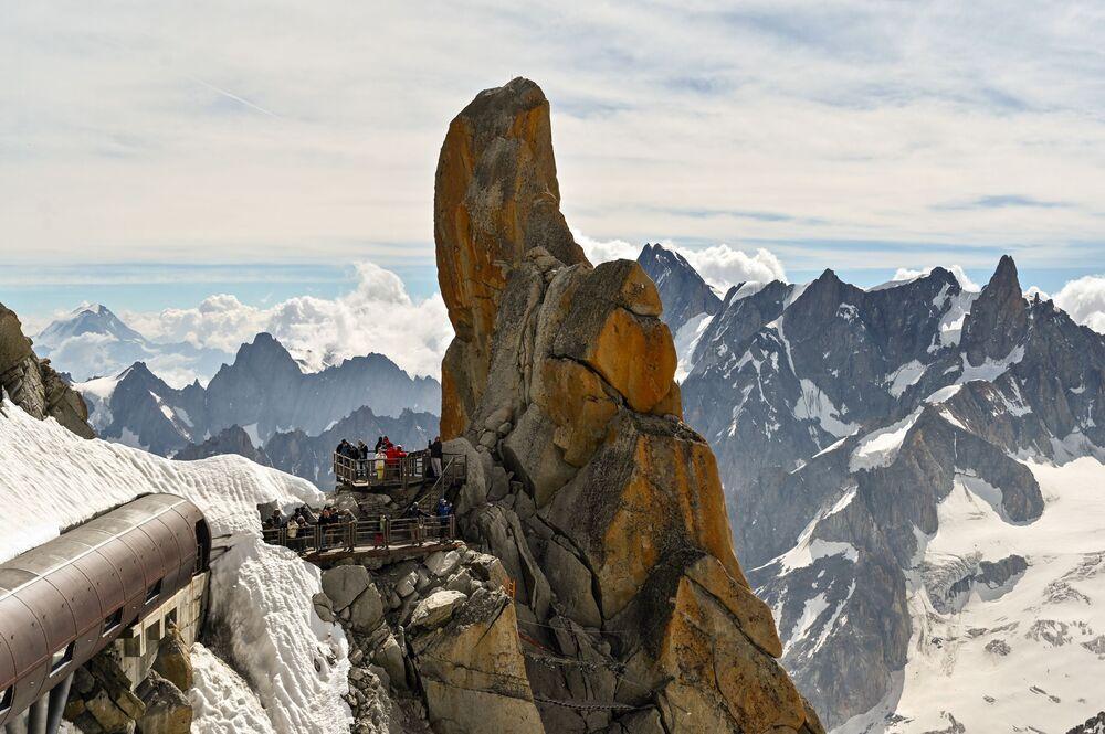 Vale Branco sendo observado de cima da montanha Aiguille du Midi, França